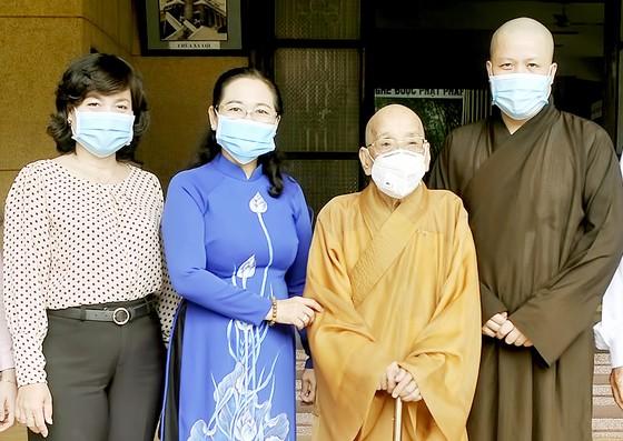 Lãnh đạo TPHCM thăm, chúc mừng nhân Đại lễ Phật đản ảnh 1
