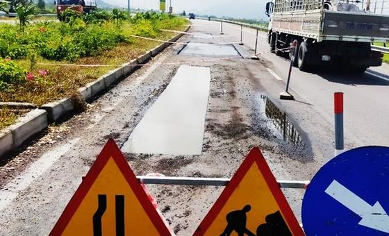 Quốc lộ 4.410 tỷ đồng vừa thông xe đã hư hỏng: Kiểm điểm, phê bình chủ đầu tư và các nhà thầu ảnh 1