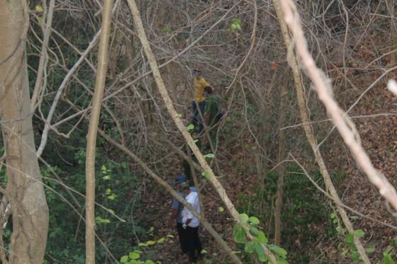 Chữa cháy rừng, phát hiện thi thể đang phân hủy ảnh 1