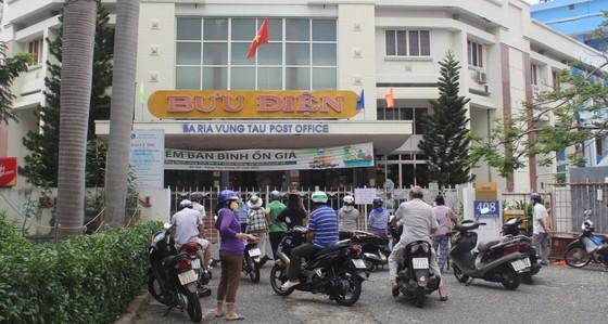 Vũng Tàu: Người dân tấp nập ra đường sau hơn 2 tháng ở nhà phòng dịch ảnh 3