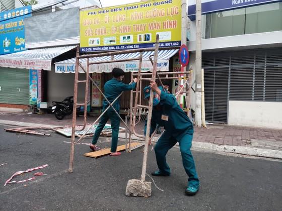 Vũng Tàu: Người dân tấp nập ra đường sau hơn 2 tháng ở nhà phòng dịch ảnh 1