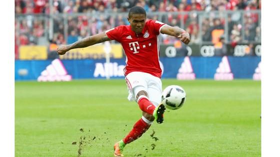Douglas Costa luôn thể hiện tốt trong màu áo Bayern Munich