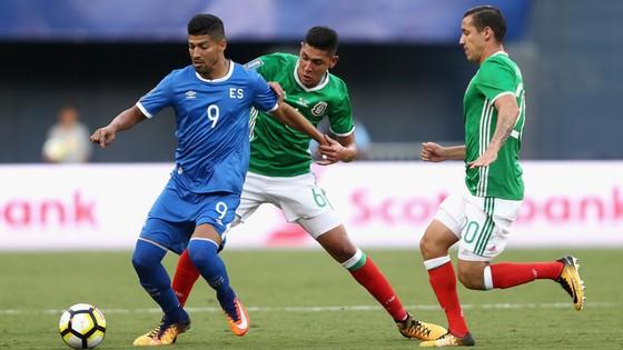 Jamaica (trái) sẽ là thử thách không hề dễ dàng với Mexico.
