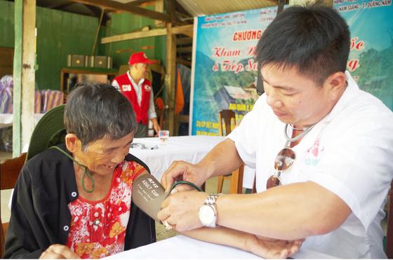 Khám bệnh, phát thuốc và tiếp sức đến trường tại Quảng Nam ảnh 1