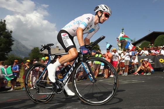Vuelta a Espana 2017: Adam Yates vẫn mơ Áo đỏ ảnh 1