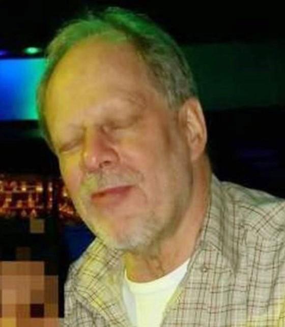 Tại sao kẻ xả súng ở Las Vegas mua cả kho vũ khí không bị phát hiện? ảnh 1