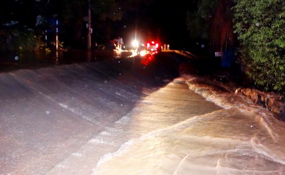 Hạ lưu ngập lụt, hồ Cửa Đạt tại Thanh Hoá ngừng xả lũ ảnh 2