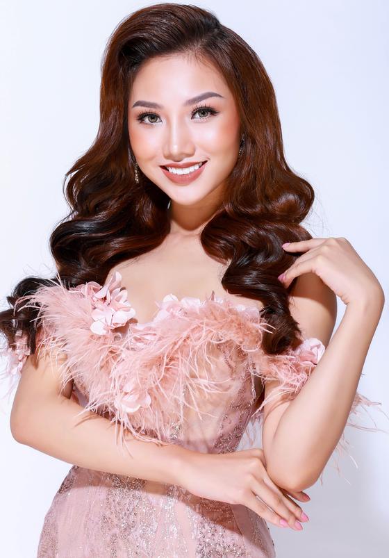 Hoàng Thu Thảo được cấp phép dự thi Nữ hoàng Sắc đẹp Toàn Cầu 2017 ảnh 1