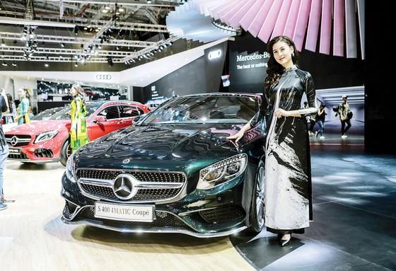 Mercedes-Benz giới thiệu Mercedes-AMG GLA 45 4MATIC nâng cấp và S 400 4MATIC Coupé ảnh 1