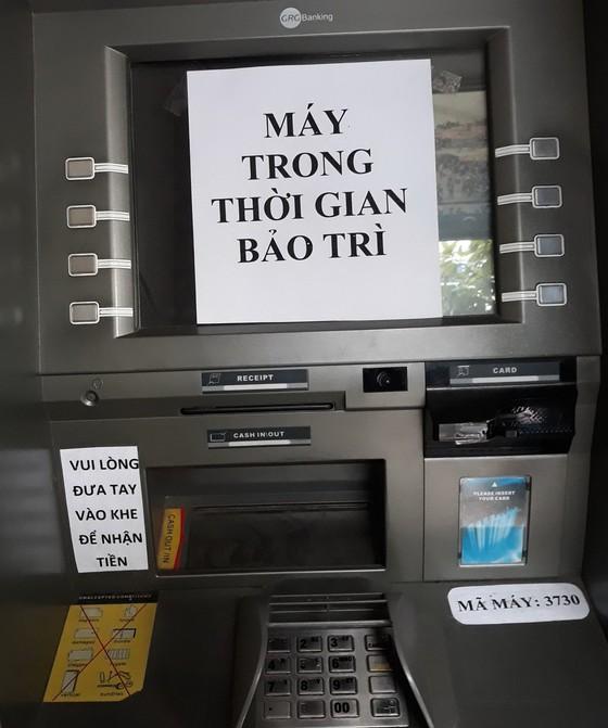 Chật vật đi rút tiền ATM ảnh 1