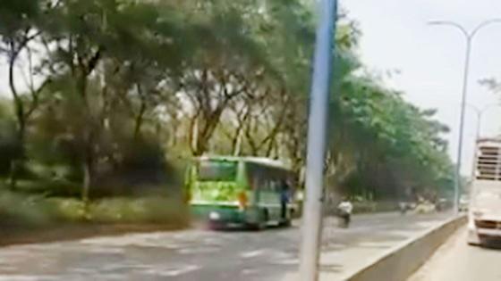 Đình chỉ tài xế xe buýt truy đuổi xe container đòi bồi thường sau va chạm ảnh 2