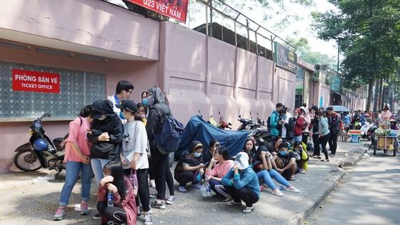 VIDEO: Người hâm mộ xếp hàng dài chờ vé giao lưu U23 Việt Nam   ảnh 7