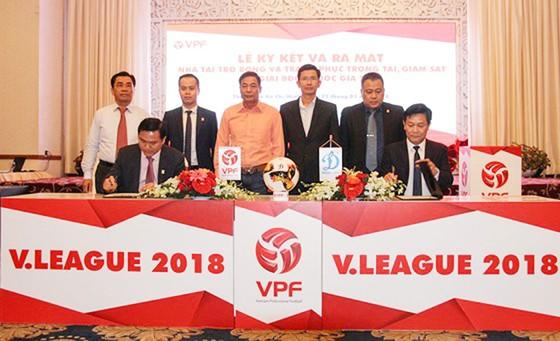 Bóng đá Việt Nam đang dần thu hút sự quan tâm của các doanh nghiệp trong nước
