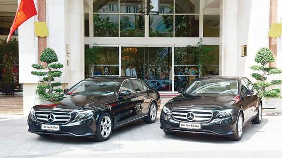 Mercedes-Benz bàn giao bộ đôi E 250 thế hệ mới (W213) cho khách sạn Rex: Những dấu ấn vượt thời gian ảnh 2