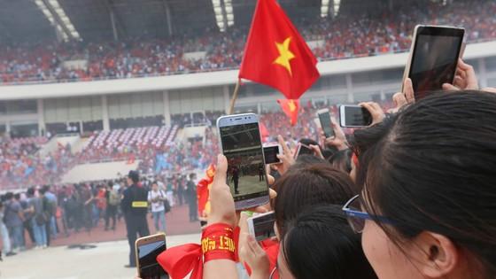 """HLV Park Hang-seo: """"Chúng tôi sẽ nỗ lực để giành chiến thắng ở AFF Cup"""" ảnh 43"""