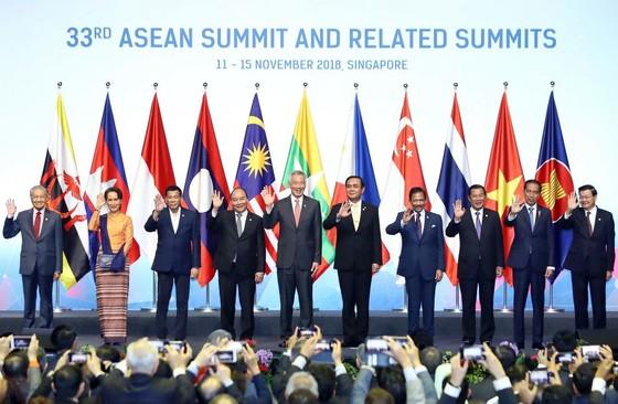 阮春福總理在新加坡出席第三十三屆東盟峰會 ảnh 2