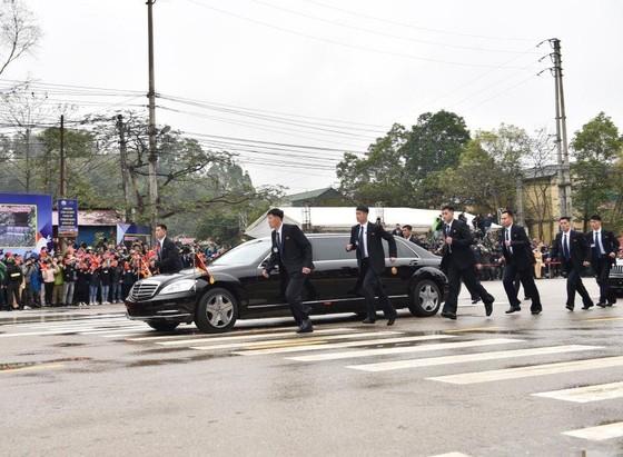 美朝兩位領導人已抵達越南 ảnh 4