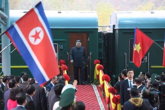 美朝兩位領導人已抵達越南 ảnh 2