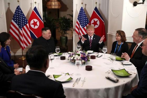 """二次""""金特會""""揭幕 特朗普看好無核化談判 ảnh 1"""