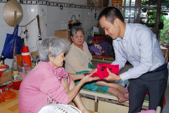華人社團歲暮向長者送暖 ảnh 1