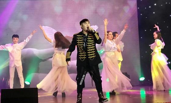 華語歌壇豐富活躍   努力提高演出水平 ảnh 2