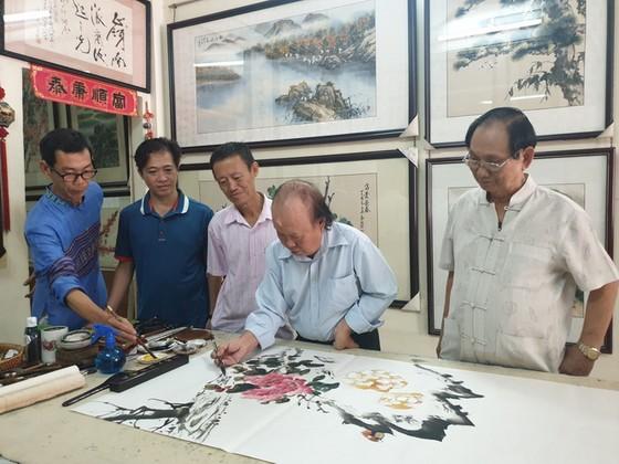 五位華人畫家創作交流 ảnh 1