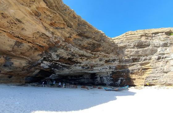 李山鉤洞吸引遊客探索 ảnh 1