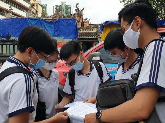高中畢業考試嚴格執行防疫規定 ảnh 1