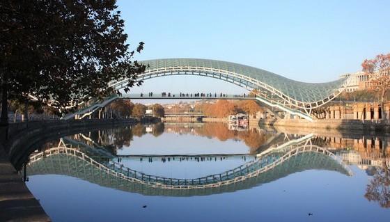 玻璃棧道懸崖吊橋?全球最不可思議的人行步道! ảnh 9
