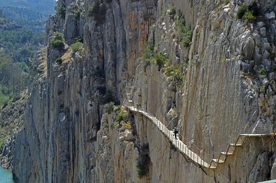 玻璃棧道懸崖吊橋?全球最不可思議的人行步道! ảnh 1