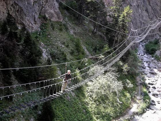 玻璃棧道懸崖吊橋?全球最不可思議的人行步道! ảnh 7