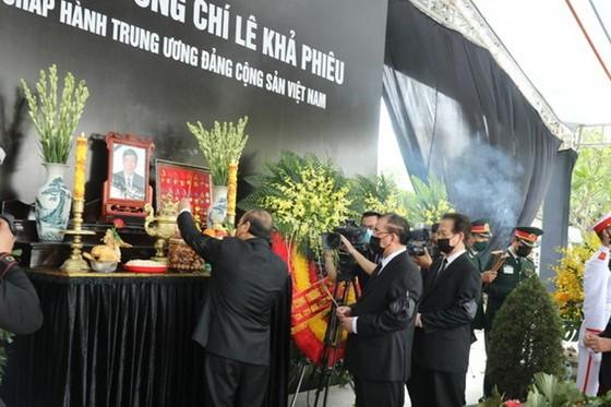 原總書記黎可漂追悼與安葬儀式隆重舉行 ảnh 1