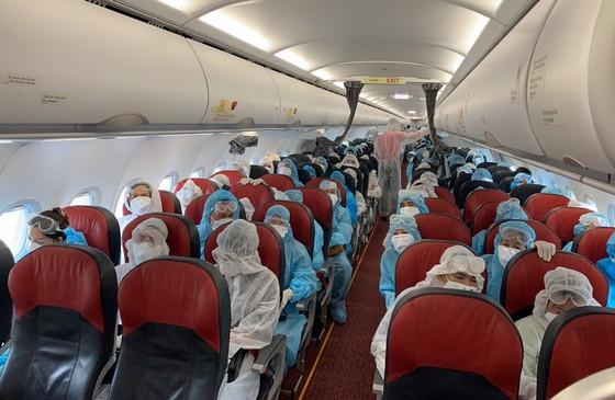 越捷與充滿意義的護送乘客返鄉航班 ảnh 1