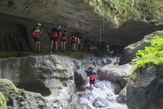 卡瓦山瀑布,全世界遊客推崇的冒險聖地 ảnh 1