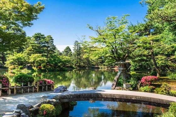 夜燈下的奇幻色彩!日本三大名園——兼六園的秋與冬! ảnh 3