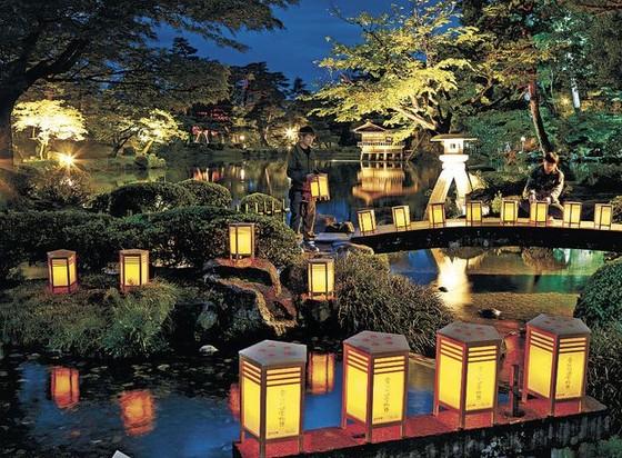 夜燈下的奇幻色彩!日本三大名園——兼六園的秋與冬! ảnh 5