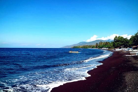 在巴厘島,看別有韻味的黑色沙灘美景 ảnh 1
