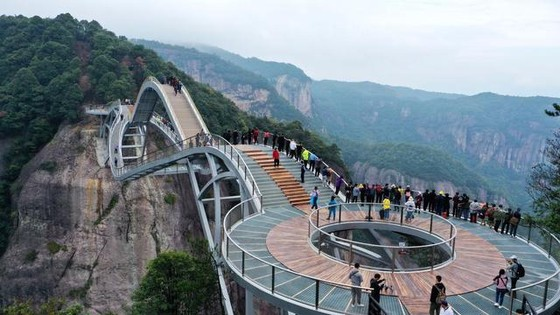中國浙江省最新網紅橋 宛若「如意」橫跨峽谷  ảnh 1