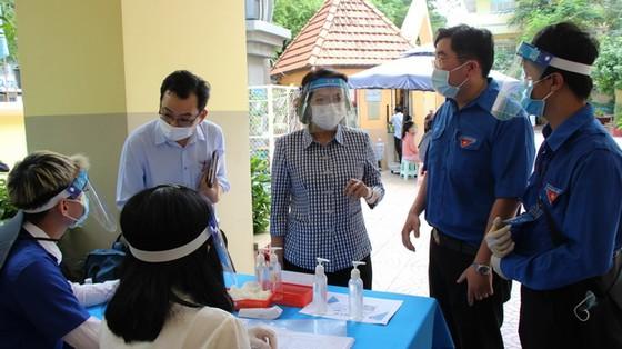 市領導視察新冠疫苗接種工作 ảnh 1