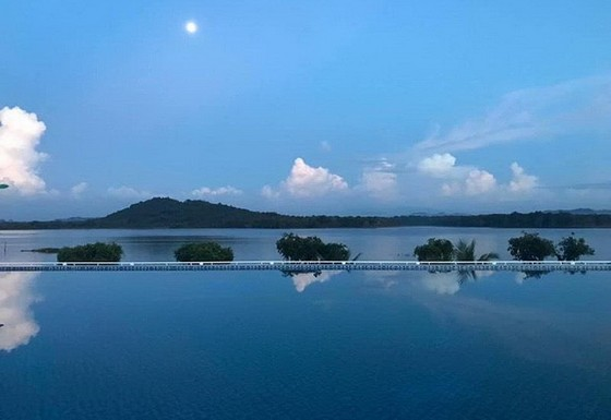 在亞高淡水湖觀看黎明與黃昏 ảnh 1