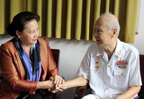 Chủ tịch Quốc hội Nguyễn Thị Kim Ngân trao quà tết cho gia đình chính sách, người nghèo ảnh 1