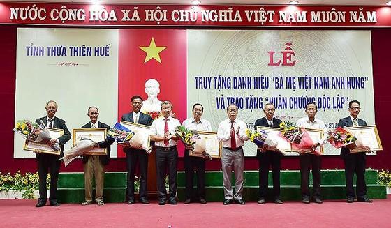 Truy tặng, trao tặng danh hiệu Bà mẹ Việt Nam anh hùng ảnh 2
