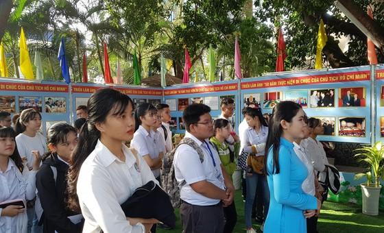 Triển lãm ảnh '50 năm thực hiện Di chúc của Chủ tịch Hồ Chí Minh' ảnh 2
