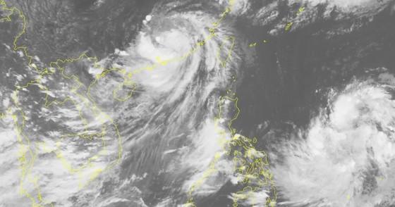 Bão Bailu đổ bộ vào Trung Quốc suy yếu thành vùng áp thấp, Trung bộ nắng trở lại ảnh 2
