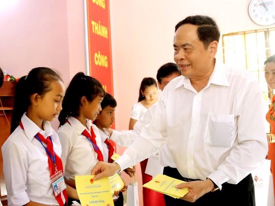 Chủ tịch Quốc hội tham dự ngày hội 'Đại đoàn kết toàn dân tộc' tại Trà Vinh ảnh 2