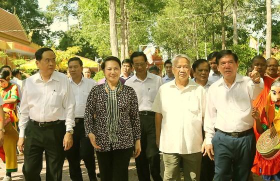 Chủ tịch Quốc hội tham dự ngày hội 'Đại đoàn kết toàn dân tộc' tại Trà Vinh ảnh 1