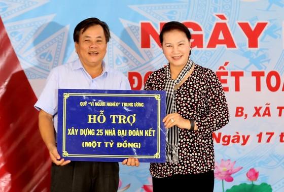 Chủ tịch Quốc hội tham dự ngày hội 'Đại đoàn kết toàn dân tộc' tại Trà Vinh ảnh 4