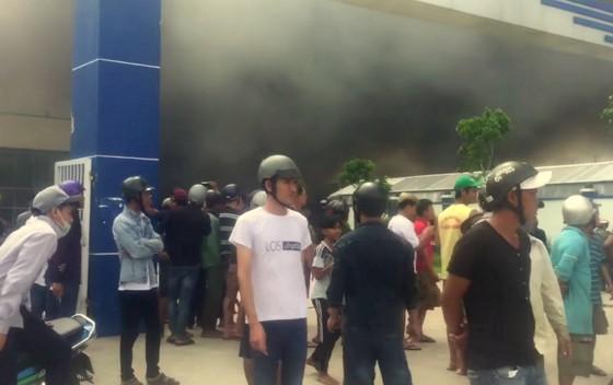 Cháy lớn tại Công ty may Nhà Bè Sóc Trăng ảnh 1