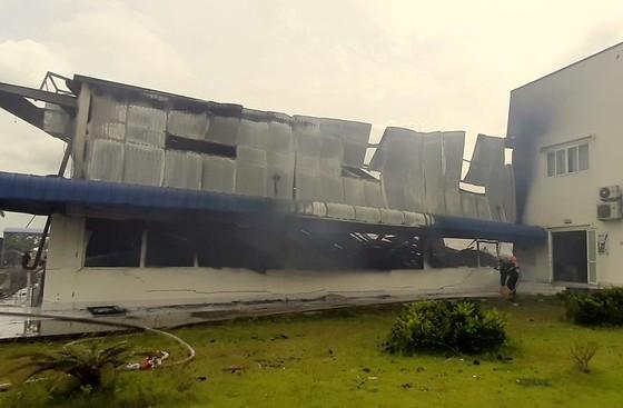 Toàn cảnh hiện trường xưởng may 10.000 m² bị thiêu rụi ảnh 3