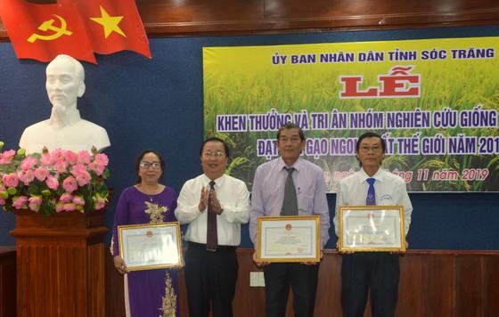 Khen thưởng nhóm nghiên cứu gạo ST25 ảnh 1